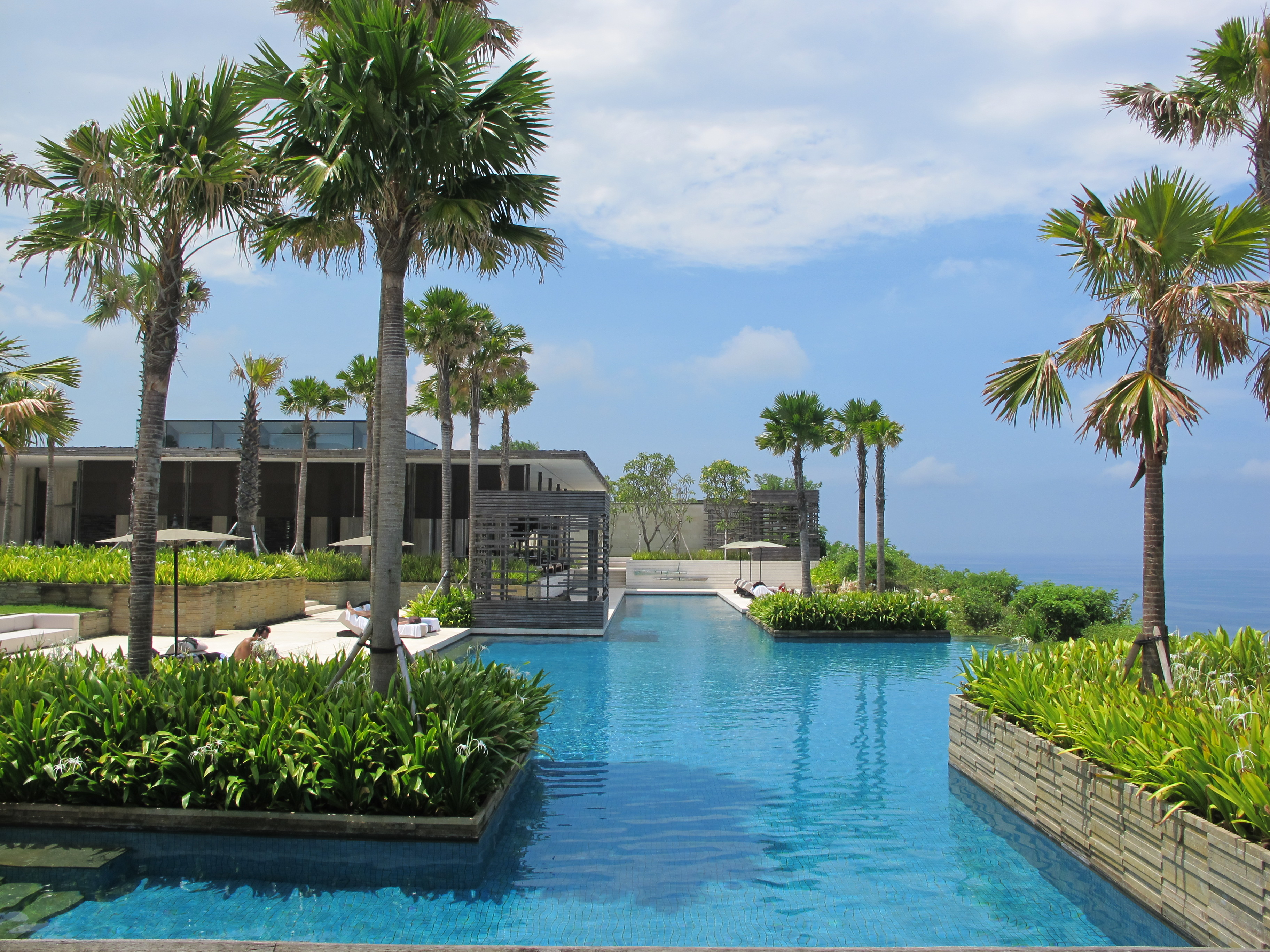 Dive in the coolest swimming pools in this summer 39 s - Villas en bali ...