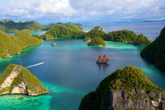 TIGER BLUE ANCHORED AT PULAU WAYAG RAJA AMPAT INDONESIA - Ampersand Travel V2