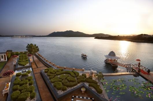 Leela Palace Udaipur boat_arrival